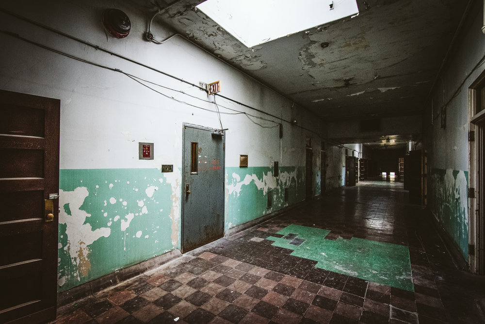 The top floor of the asylum was reserved for support staff such as janitors and kitchen workers. The entire building relies completely on available light. The only areas of the building with electricity are those that have been restored.