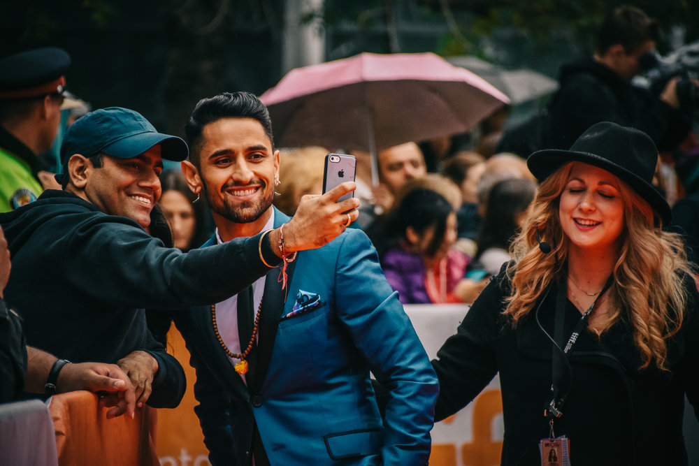 Ali Momen takes a minute for a selfie with a fan.
