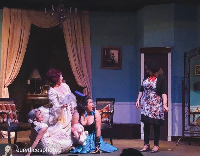 Last night we had a full house! Don't miss the show that everyone is loving. Sunday Funday begins at 2pm!  Get your tickets now! http://theelpasoplayhouse.tix.com 📸@eurydicesphotog  #alwaysabridesmaid #epforward #elpasoplayhouse #elpasotheatre #laughyourassoff