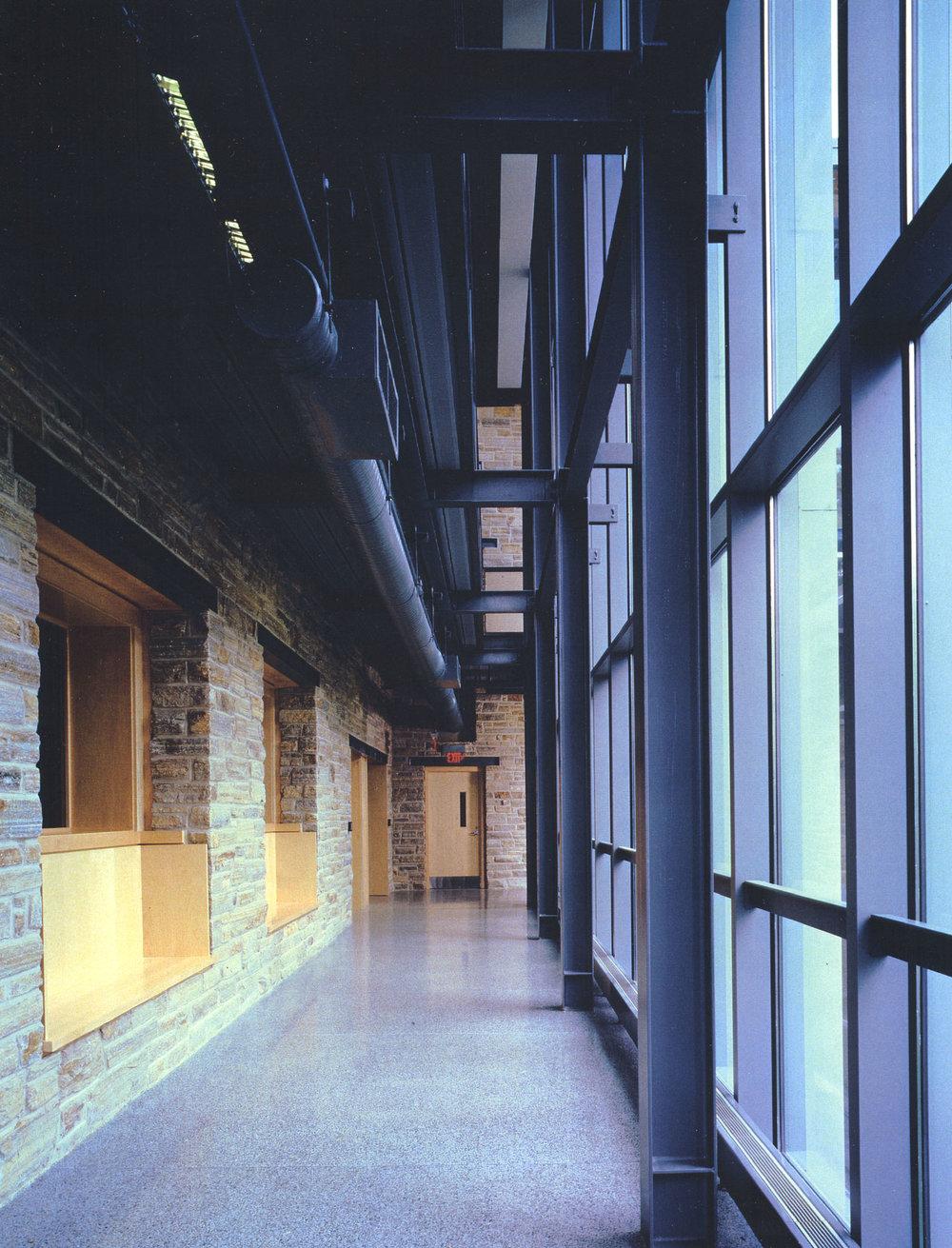 05KD-interior-hallway.jpg