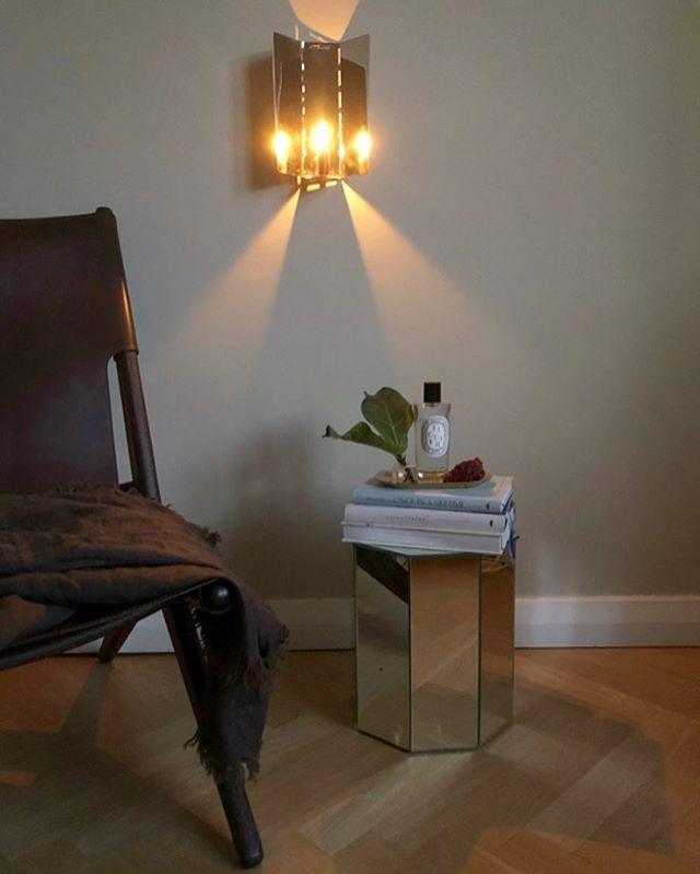 HOME  #myhome #mirrortable #fleamarketfinds #candles #maisonmargiela #plants #books #diptyque #hmhome #ficuslyrata #bylassen #saxe @bylassen