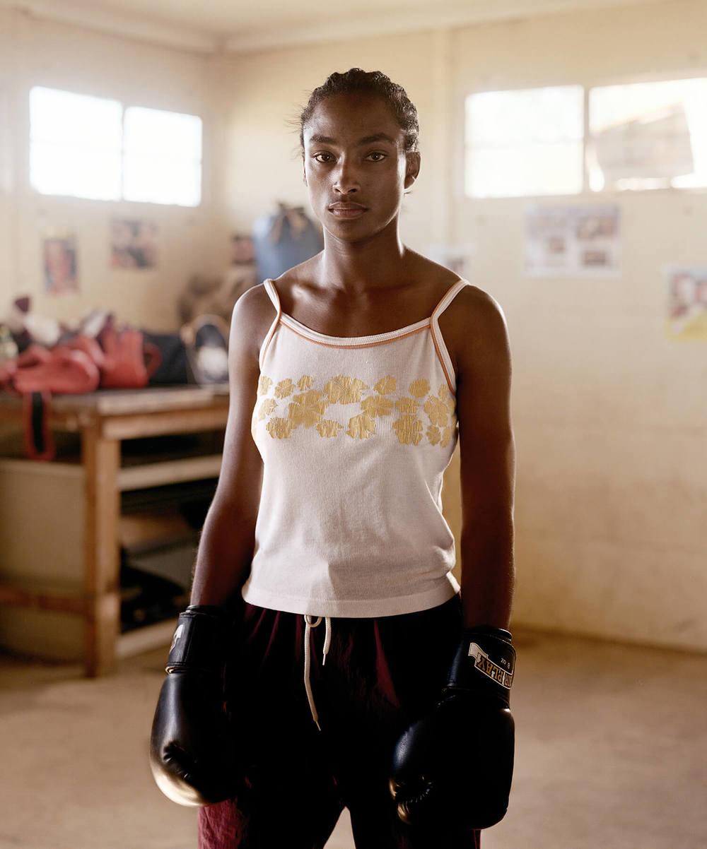Tessa Davis, 23, S.Africa (c-type print, 30x40-, 2004)