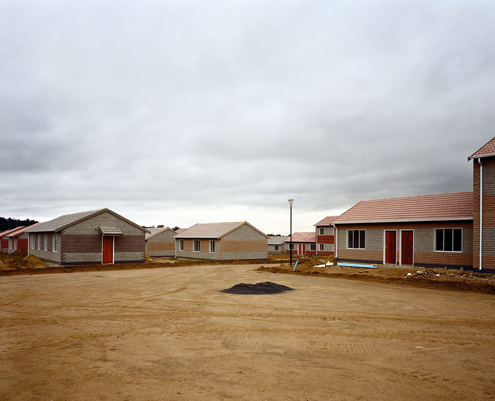 Low Cost Housing, S.Africa (c-type print, 30x40-, 2004)