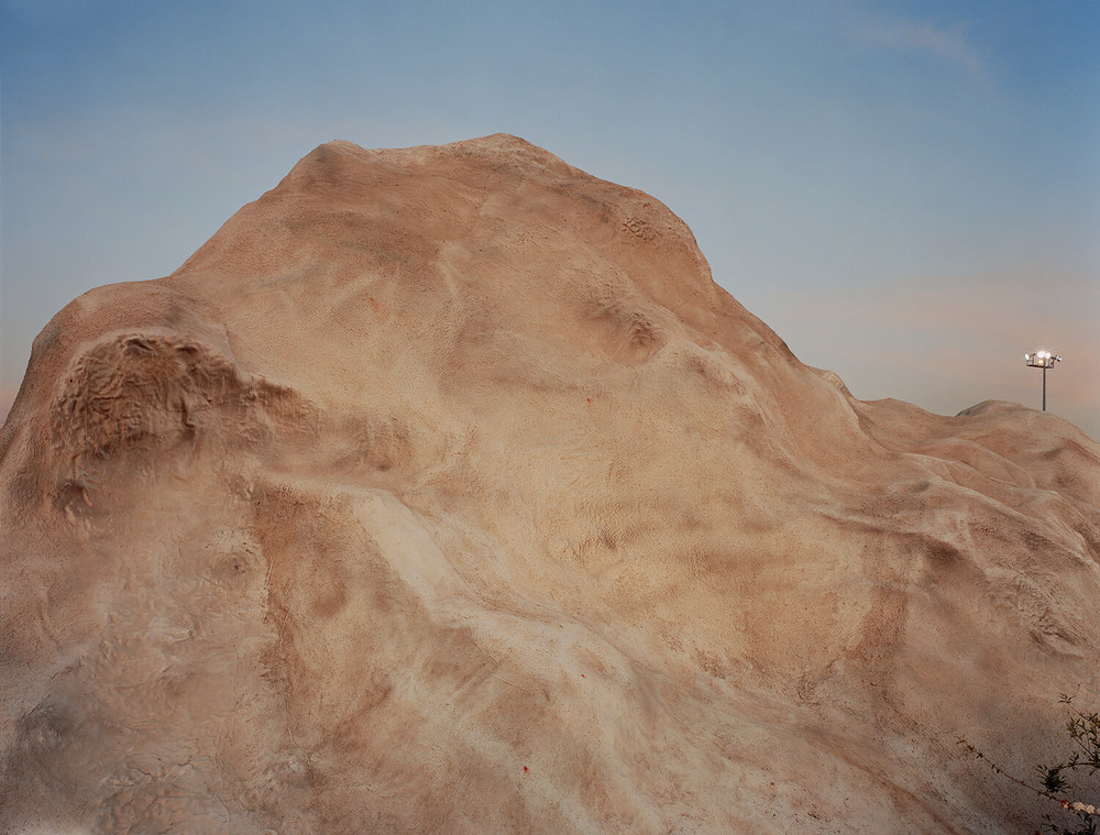 Mini Israel #6, (c-type print, 47x60-, 2006)