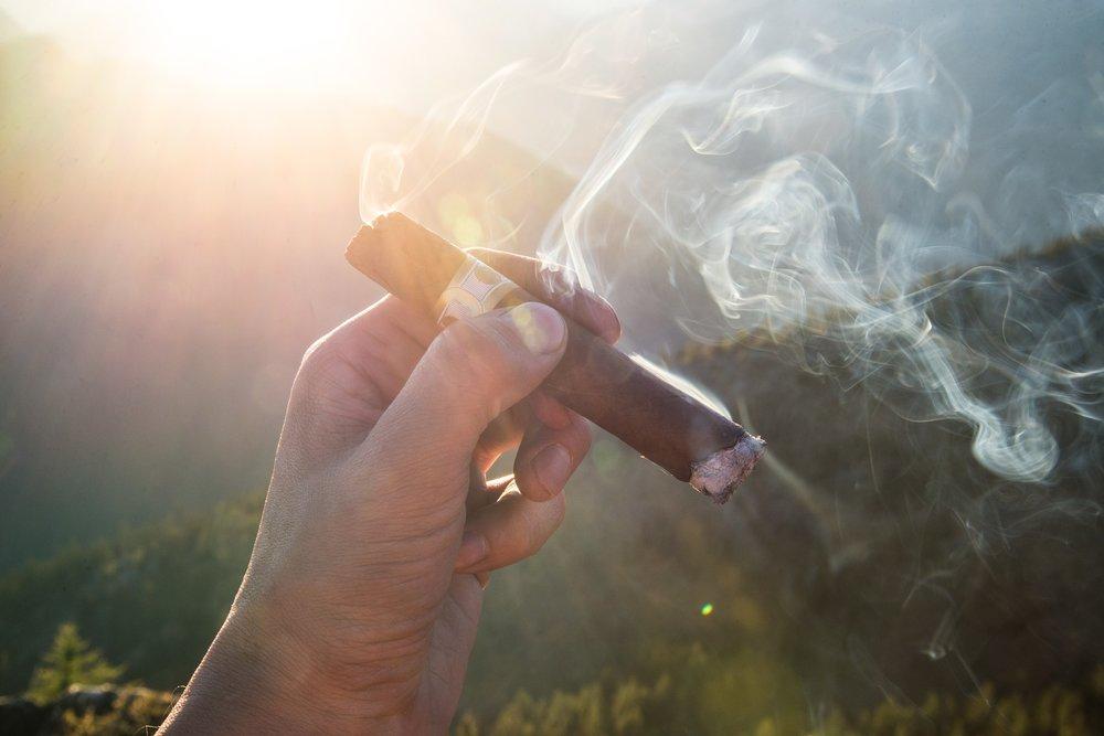 cigar-1281672_1920.jpg