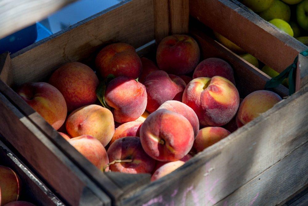 peaches-2892013_1920.jpg