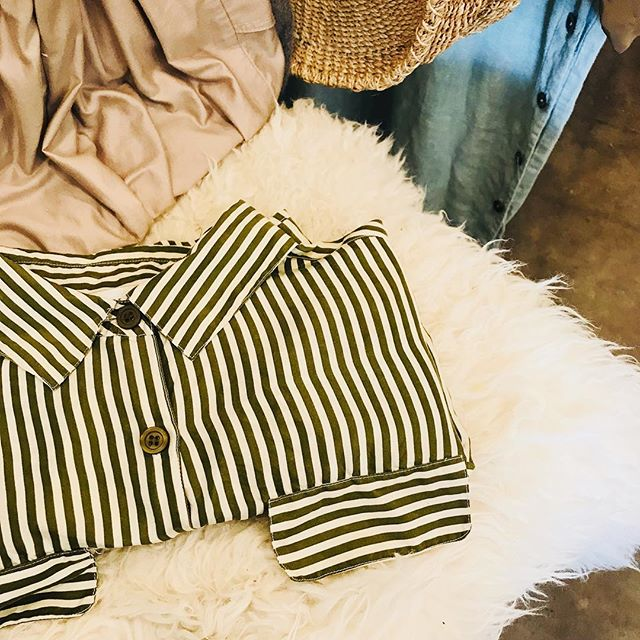✨👌🏼✅ Thanks you guys for a terrific Small Saturday!!! ✨✨✨Today's pop up, was special, thanks @sarahwylieceramics for spending your afternoon with us, it was ✅👌🏼✨enjoy your new silk from the collection of @woodwoseandme ✅👌🏼✨