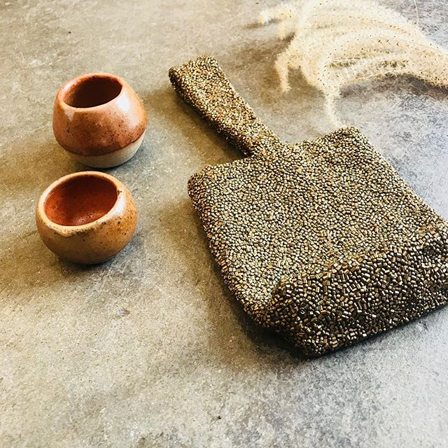 ✨🙌🏼Time for sparkles and beautiful ceramics by @sarahwylieceramics 🙌🏼✨Tiny purse $28 ✨🙌🏼