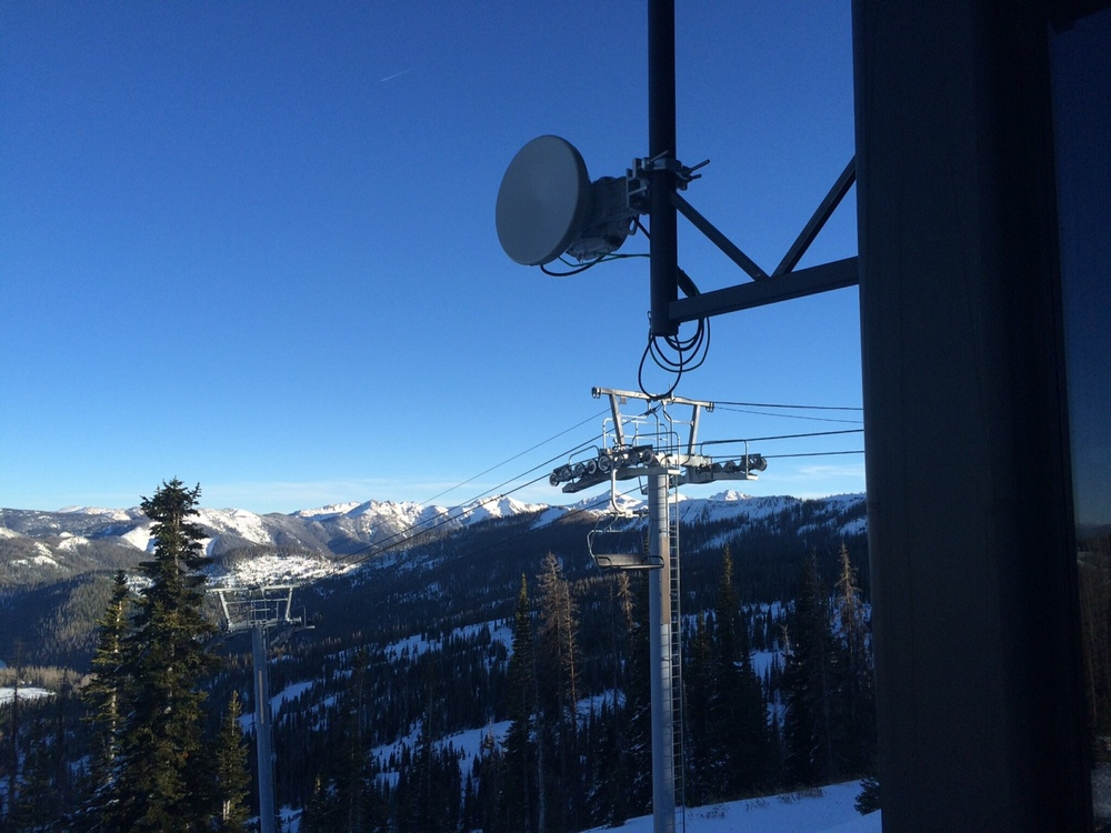 Licensed Microwave Link mounted to the Raven Ski Lift.  This equipment is capable of up to 250Mbs.  Access Points on this lift also feed the rest of Wolf Creek Ski Area's network.