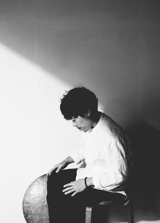 石若駿/ドラマー/打楽器奏者 東京藝大附属高校を経て、同大学音楽学部 器楽科 打楽器専攻にてクラシック・パーカッションを学ぶ。 1st EP「songbook」をリリース、Jazz Summit Tokyo ディレクター、打楽器四重奏 Ki-Do-Ai-Raku、日 野皓正 Quintet、CRCK/LCKS、Daiki Tsuneta Millennium Parade など多数参加。