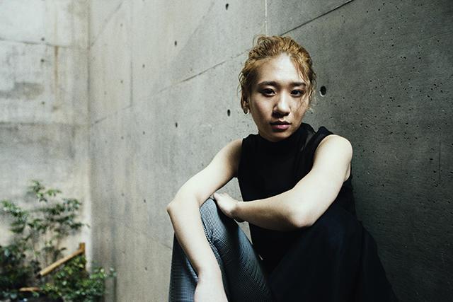 桑原あい 1991 年生まれ。洗足学園高等学校音楽科ジャズピアノ専攻を卒業。これまでに5枚のアルバムをリリースし、JAZZ JAPAN AWARD2013 アルバム・オブ・ザ・イヤー、第 26 回ミュージック・ペンクラブ音楽賞、JAPAN TIMES 上半期ベストアルバ ムなど受賞多数。モントルージャズフェスティバルや東京 JAZZ(東京国際フォーラム・ホール A)、アメリカ西海岸ツアーなど 国内外を問わずライブ活動を行う。2017 年には Steve Gadd, Will Lee をメンバーに迎えたアルバムをリリースし、同トリオ で国内ツアーを行う。11 月にはテレビ朝日系報道番組「サタデーステーション」「サンデーステーション」のオープニングテ ーマを含むアルバム桑原あい×石若駿「Dear Family」を Verve からリリース。