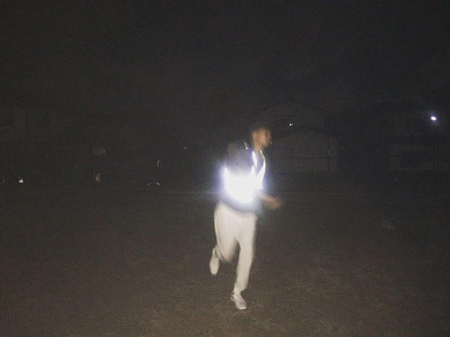 abelest/音楽家/映像作家 16 歳よりマイクを床に擦り付ける、地面を叩くなどしてトラックメイクを開始。 2017 年、Koji Nakamura(ex.スーパーカー)とのコラボレーション楽曲『No face』を発表。 同年、「RED BULL MUSIC FESTIVAL TOKYO 2017 At The Corner」出演。
