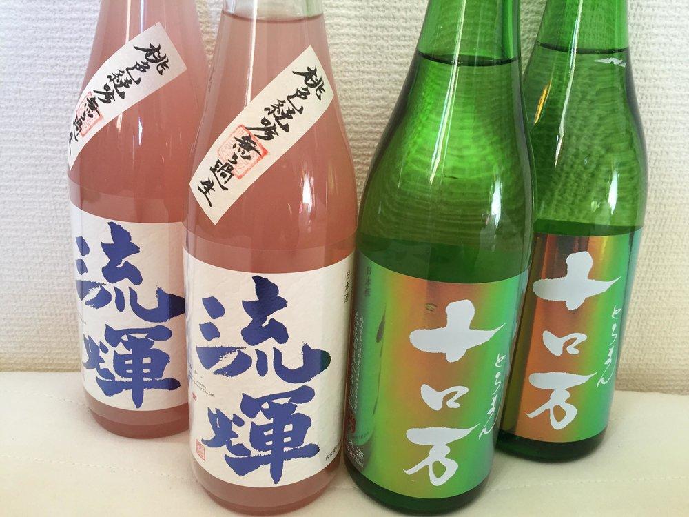 ・流輝 <るか> 純米吟醸 桃色無ろ過生 ・十ロ万<とろまん> 純米吟醸 一回火入れ 華やかさの中に、凛とした切れがある。 確かな造りの中に、円い可愛らしさがある。 といった印象の二品です。(日本酒セレクション:東佑宗)