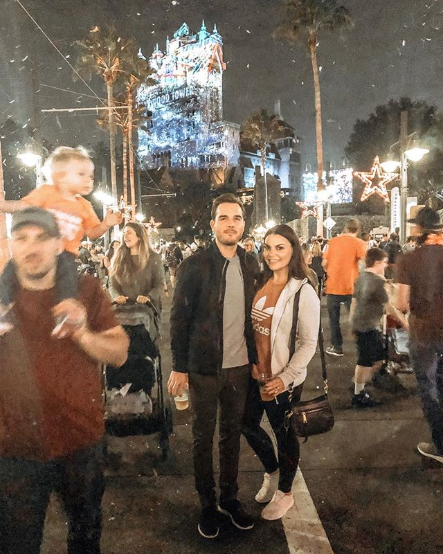 The closest we're gonna get to snow in Florida. This weekend was one for the books! We had such a great time. Love going to the parks during this time of year.🌴❤️🎄❄️ ⠀ ⠀⠀⠀⠀⠀⠀⠀⠀⠀ ••••• #bestfriends #engaged #disney #disneyworld #jinglebelljinglebam #itssnowing #snow #ido #fiance #bridetobe #florida #lovefl #orlando #orlandofl #vacation #misstomrs #isaidyes #futuremrs #putaringonit #feyoncé #oncloudnine #floridawinter #sunshinestate #marriage #December2018 #winterwonderland #wintertime