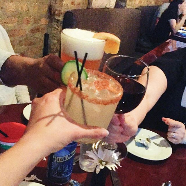 This is what Thirsty Thursday is about. Don't let the rain ruin your mood. • • • • #thirstythursday #raiseaglass #cheers #beer #cucumberconchile #wine #albanypark #irvingpark #drinkup #hqhowardquintero #howardquintero