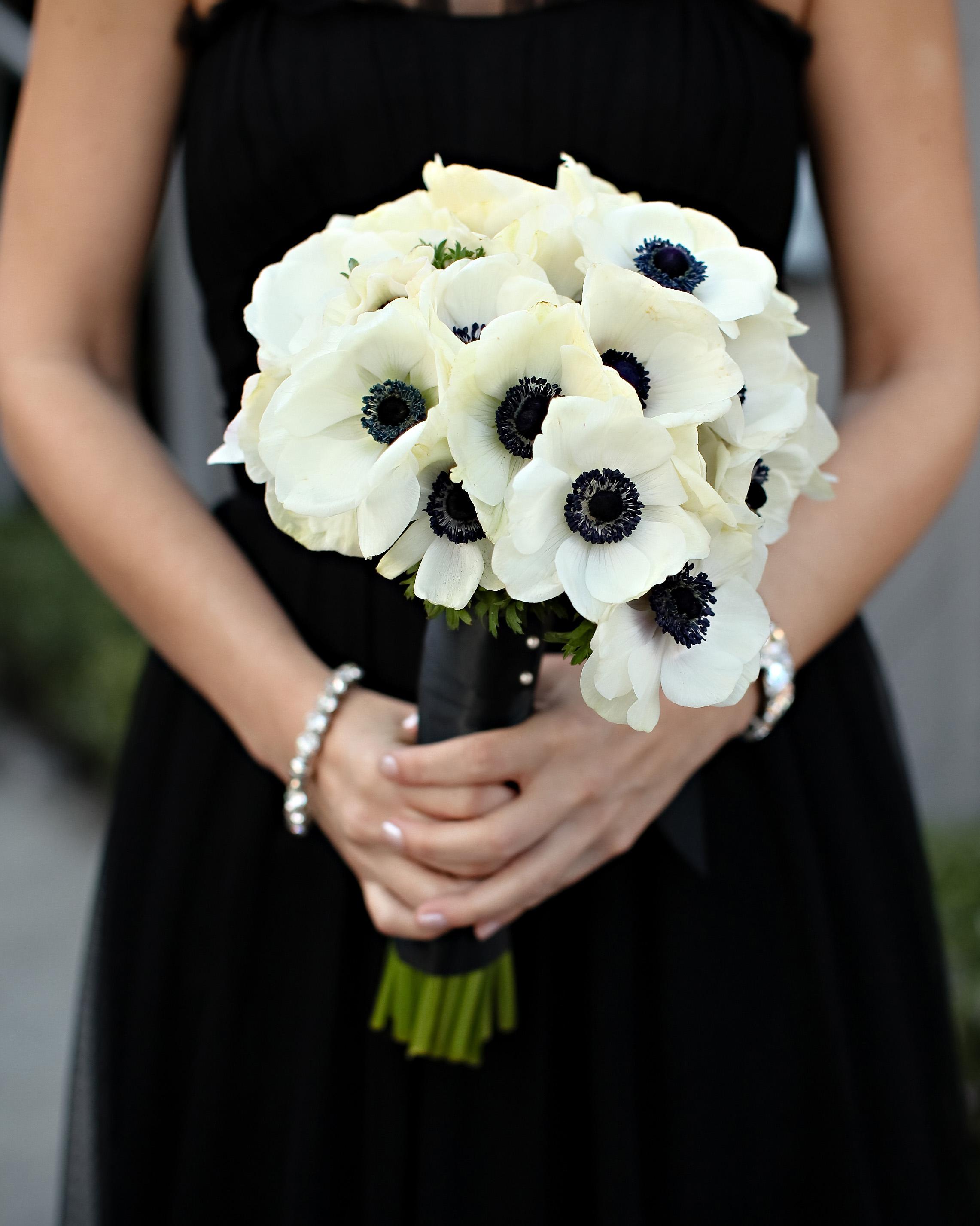 white-black-wedding-flowers