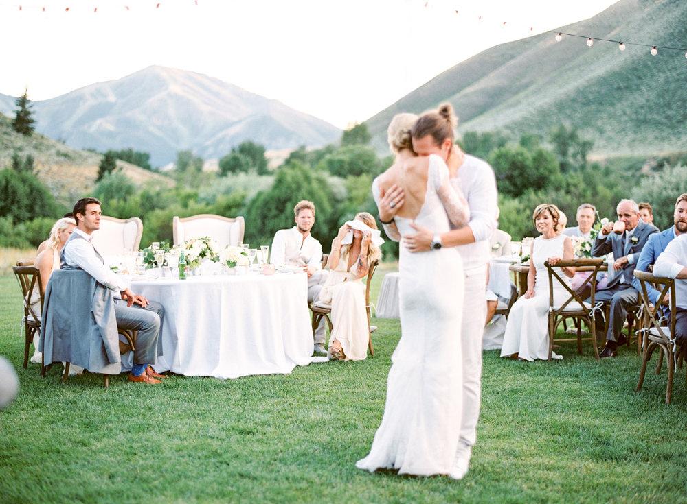 tyler-hubbard-wedding-14(pp_w1800_h1323).jpg
