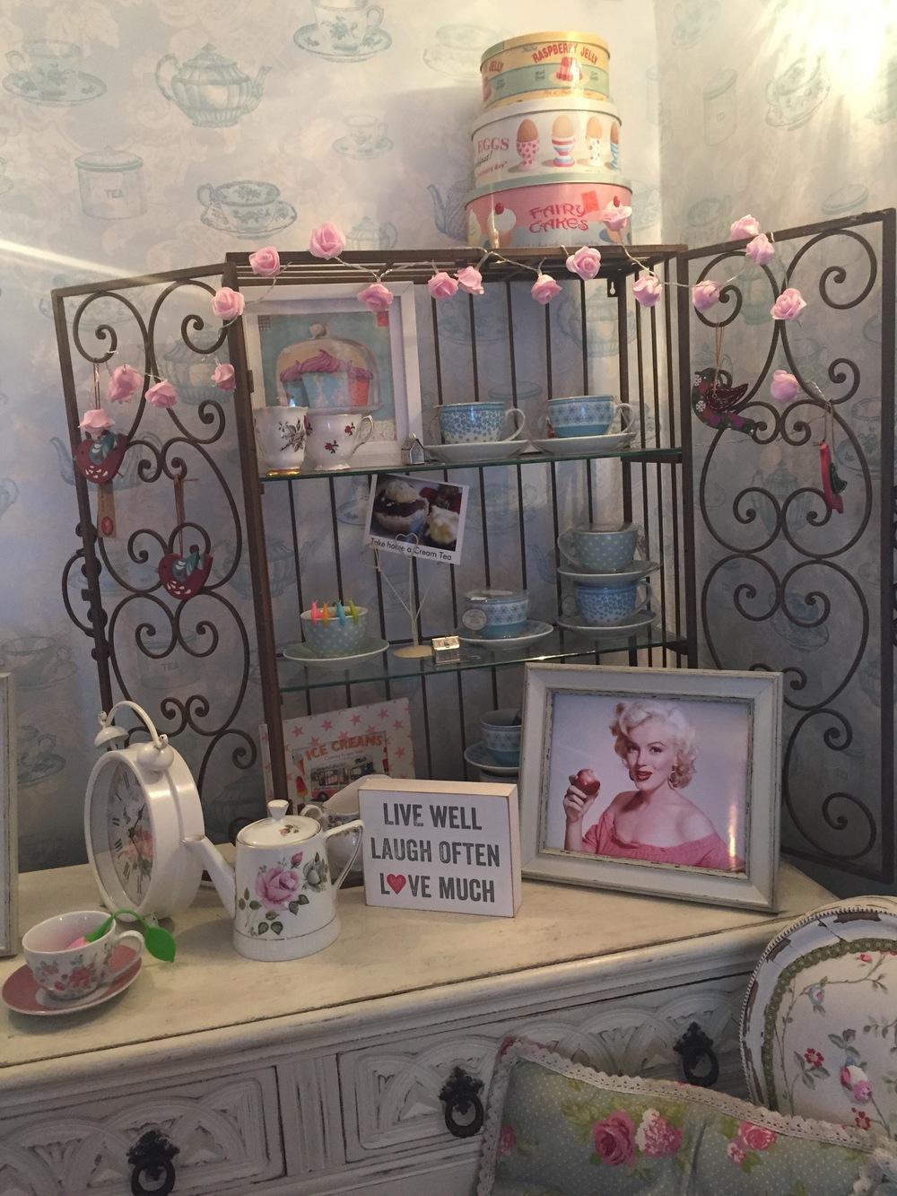 Cheddar Tea Rooms Decor: Shabby Chic Room