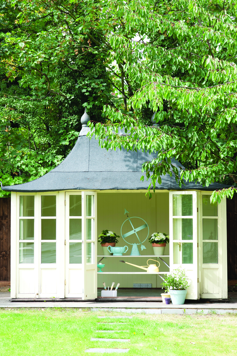 Summer Rooms for Every Budget: Glass Pavilion. Click through to read more!