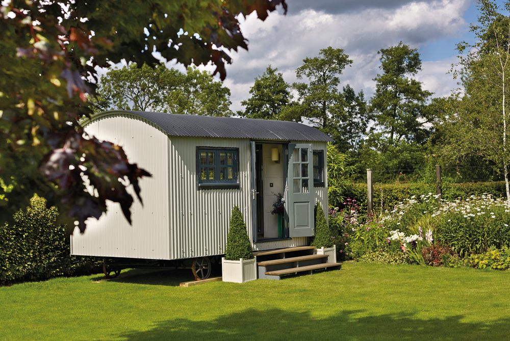 Summer Rooms for Every Budget: Caravan. Click through to read more!