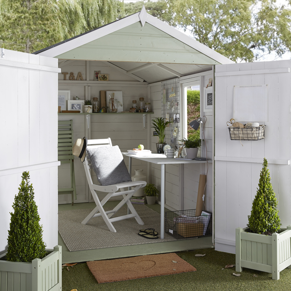 Summer Rooms for Every Budget: She Den or She Shed. Click through to read more!
