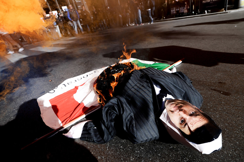 A mannequin representing Italy's Prime Minister Matteo Renzi is set on fire during a demonstration against the government in Palermo, southern Italy, December 2, 2016. LAPRESSE/Guglielmo Mangiapane