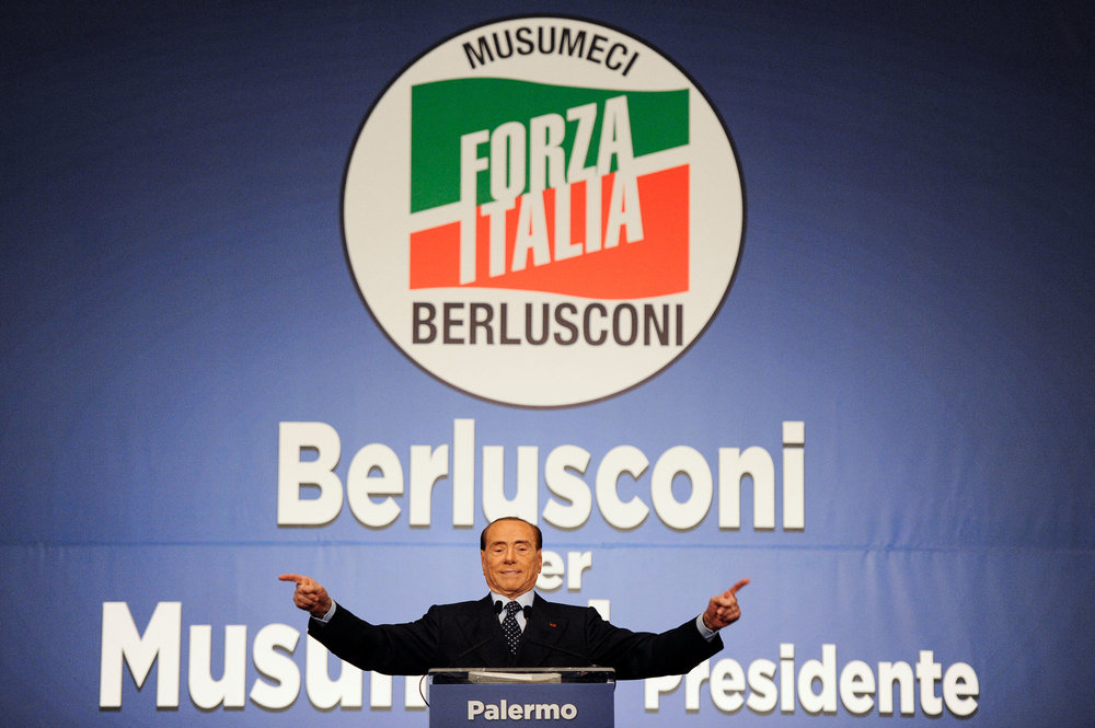 Forza Italia party leader Silvio Berlusconi waves during a rally for the regional elections in Palermo, Italy November 1, 2017. REUTERS/Guglielmo Mangiapane