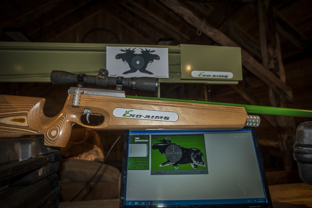 Eko Aims laser våpen med elgbane og pc
