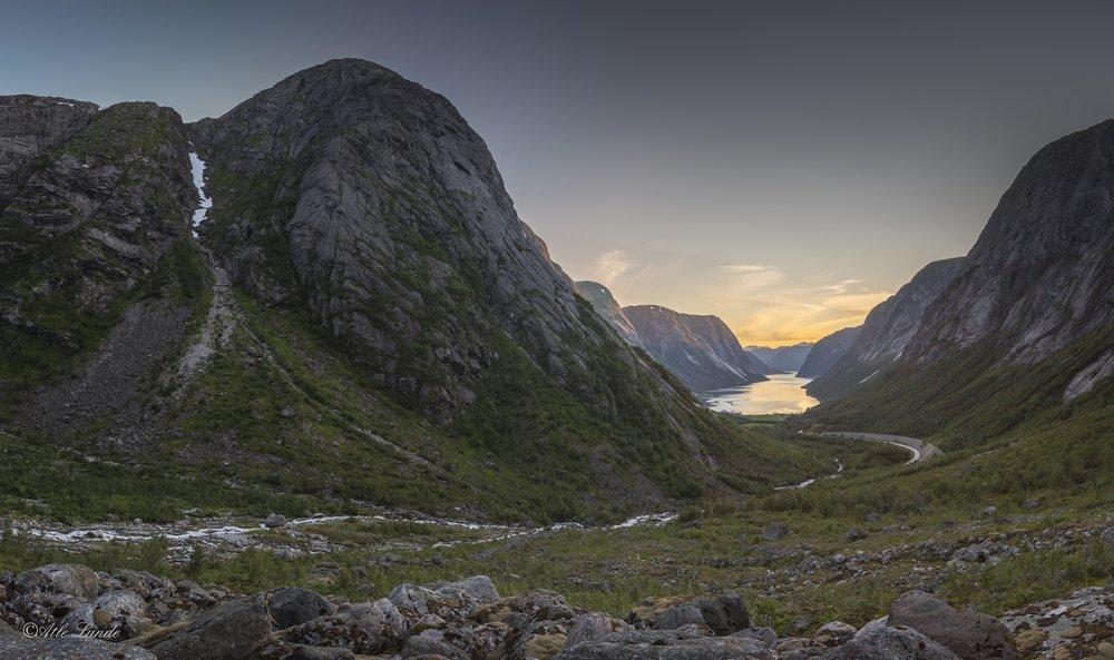 Utsikt mot Lundeskaret og Kjøsnesfjorden i Jølster.