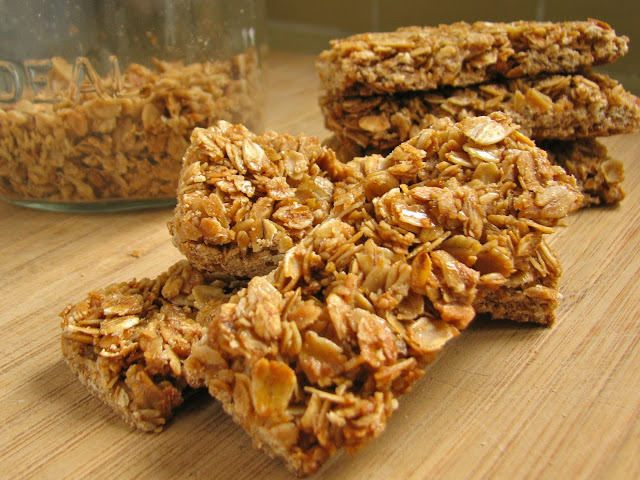 How to make crunchy oats and honey granola bars