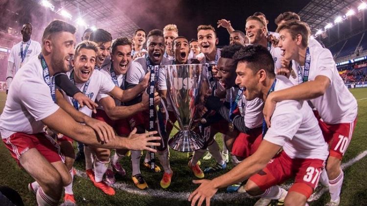 Red Bulls II Raising the 2016 USL Cup