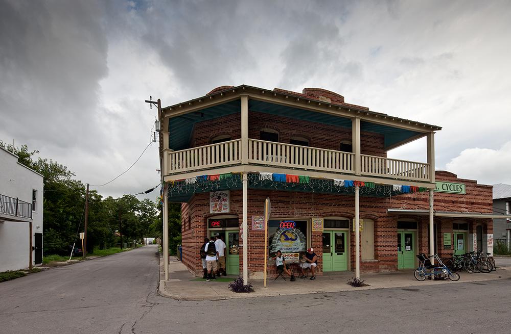 """Rehabilitation of historic building facade, """"El Picoso"""", San Antonio, Texas, 2008. Photo by Dror Baldinger"""