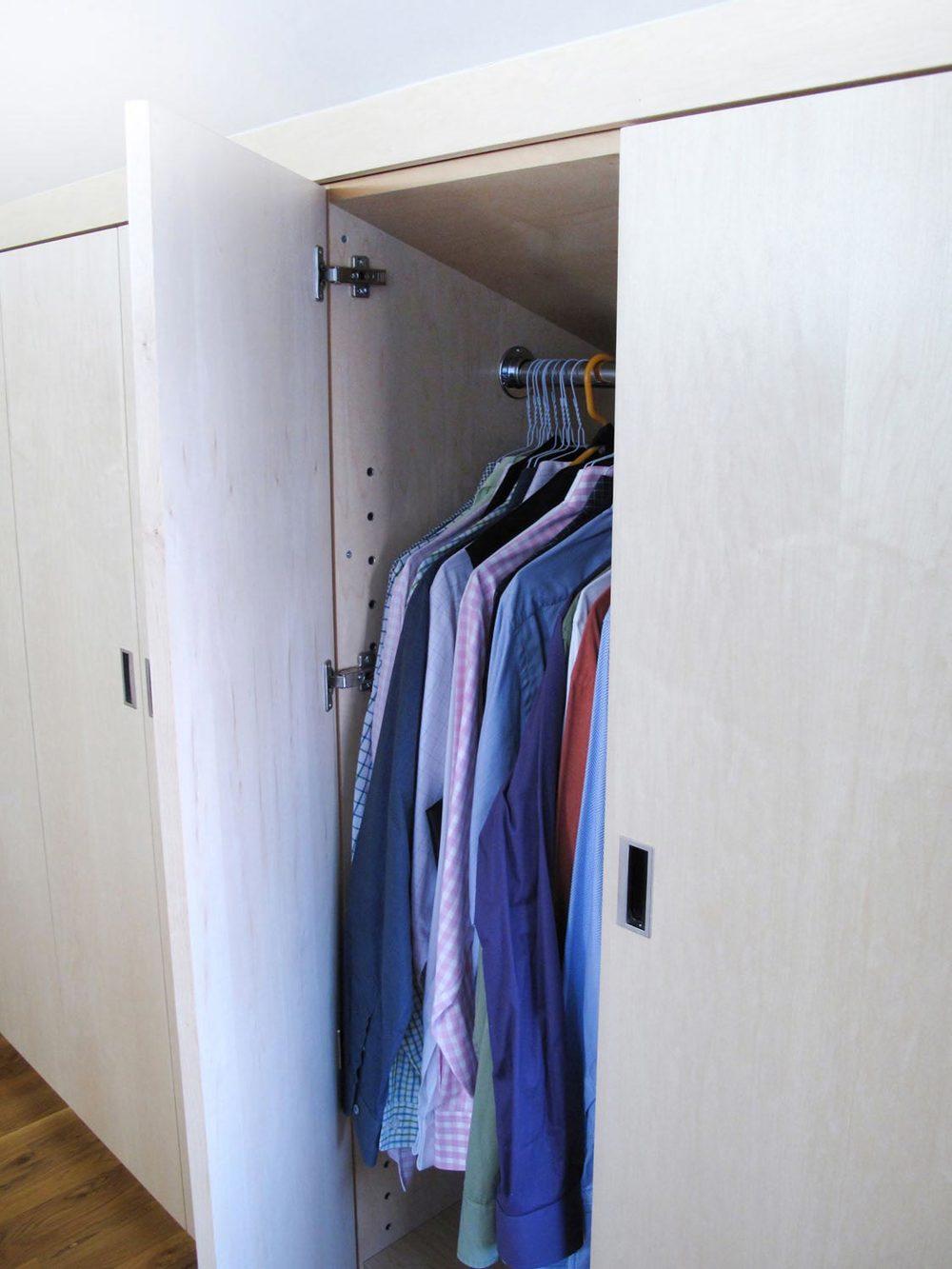 custom closet angle.jpg