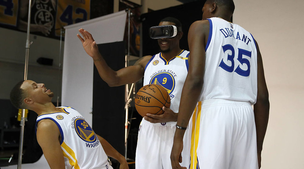 Stephen Curry, Andre Iguodala, and Kevin Durant doing a trust exercise – Ezra Shaw/Getty Images