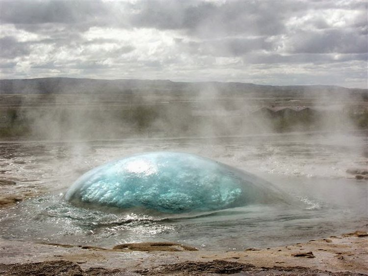 A-geyser-right-before-eruption.jpg