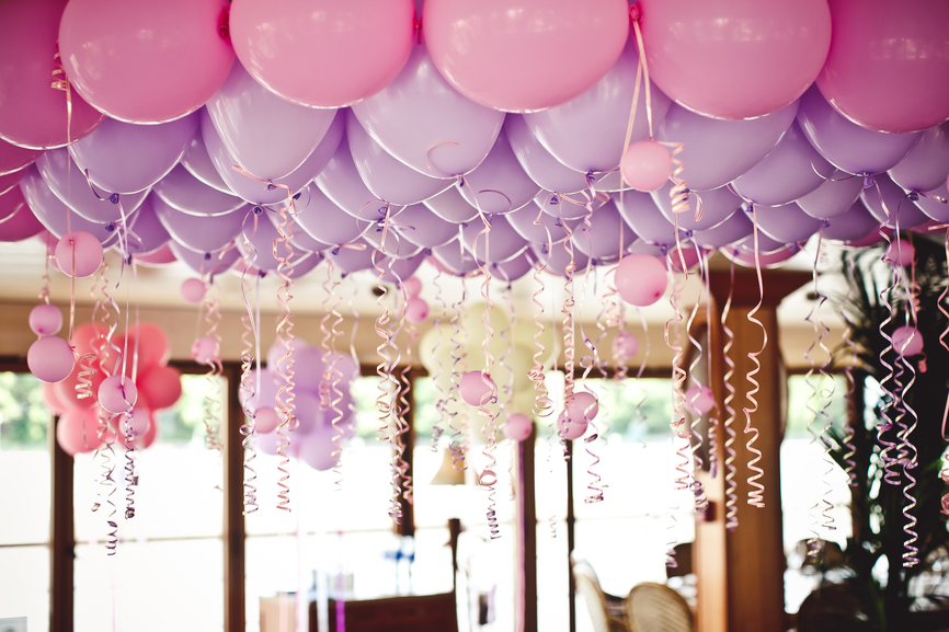 Balloons under the ceiling on the wedding party