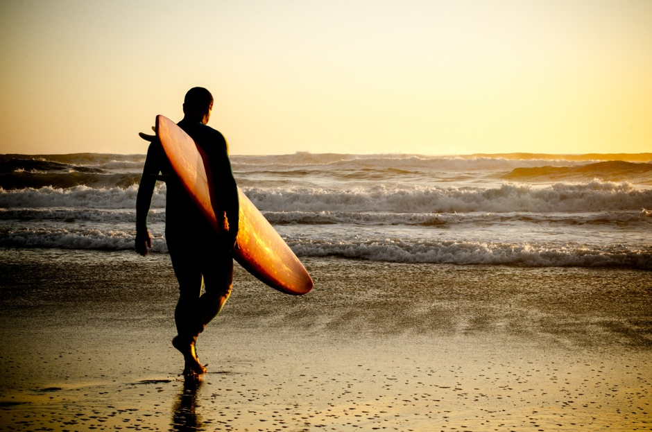 Surfer walking© homydesign
