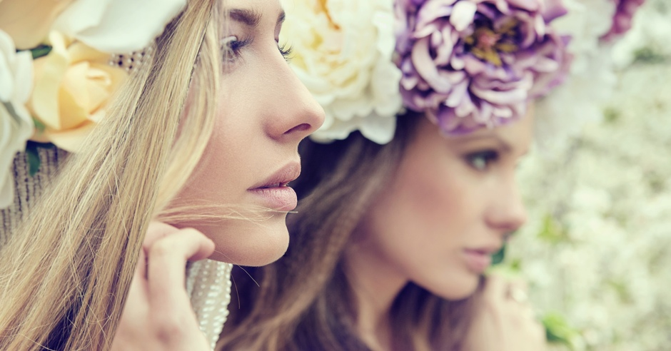 Portrait of the two gorgeous ladies with flowers© konradbak