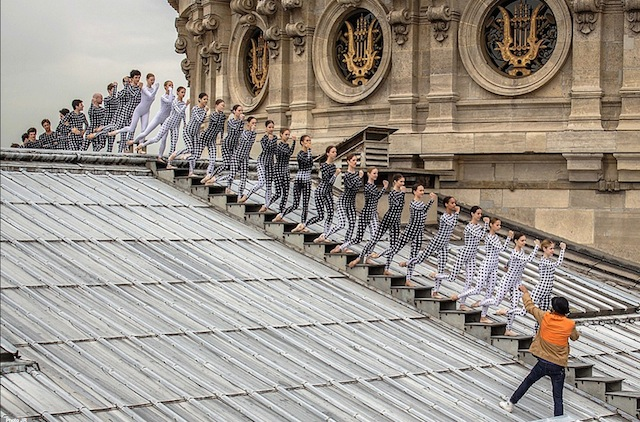 Rooftop-Dancers-in-Paris-by-JR-14