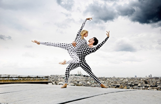 Rooftop-Dancers-in-Paris-by-JR-4