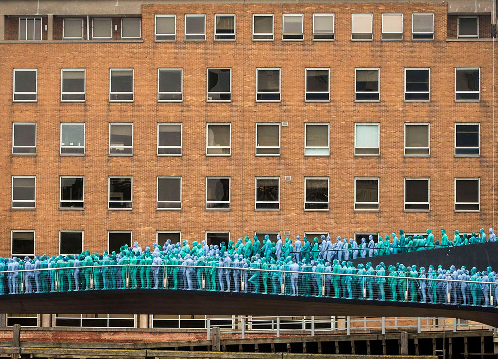 spencer-tunick-blue9.jpg