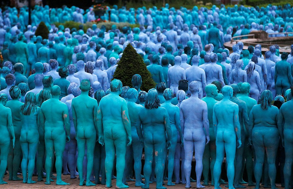 spencer-tunick-blue3.jpg