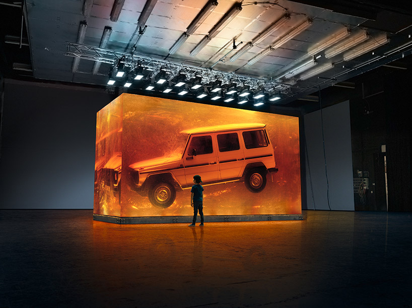 The cube measures 5.50 meters long, 2.55 meters wide and 3.10 meters height
