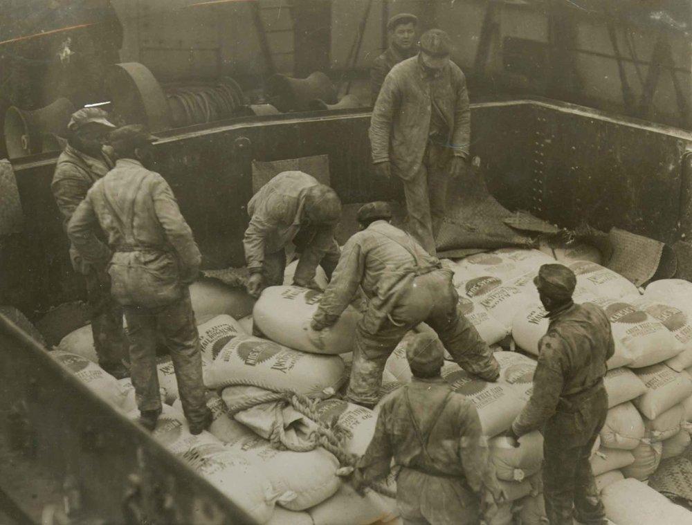 heho_relief_workers_1915.jpg