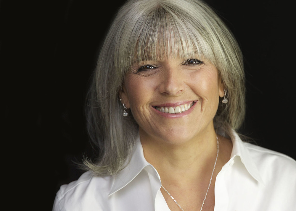 Studio Headshot_Author Debbie Slevin_The Unpregnant Pause.jpg