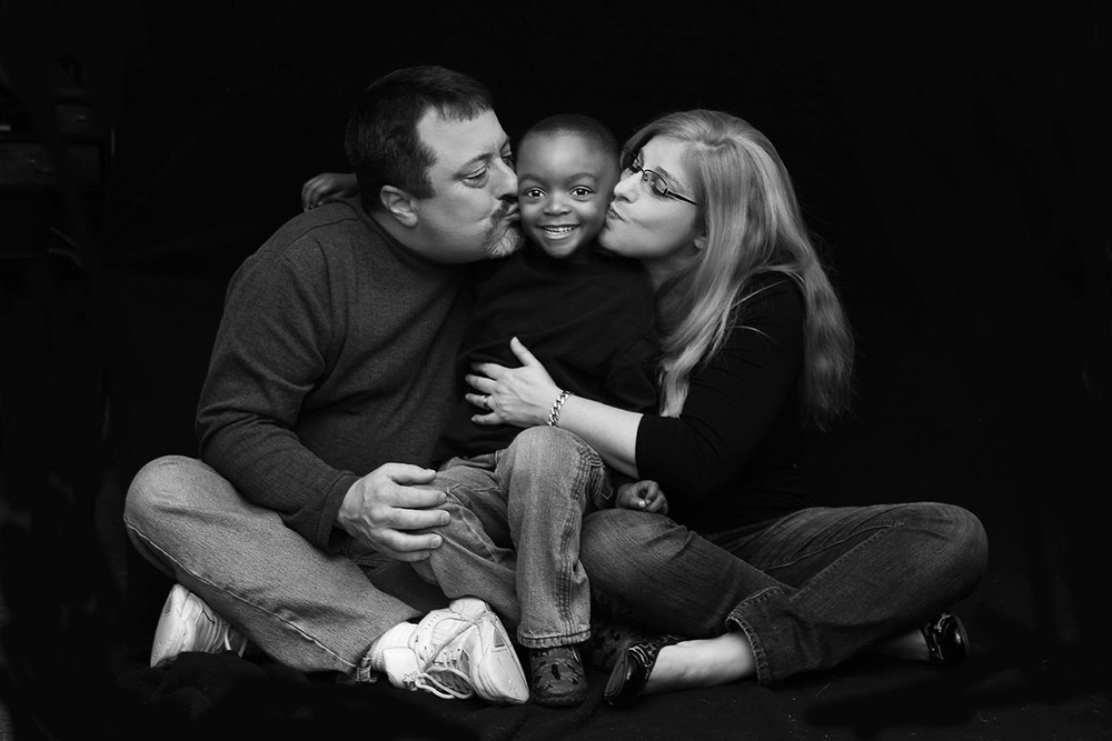 Family photo shoot studio balck and white New Jersey.jpg