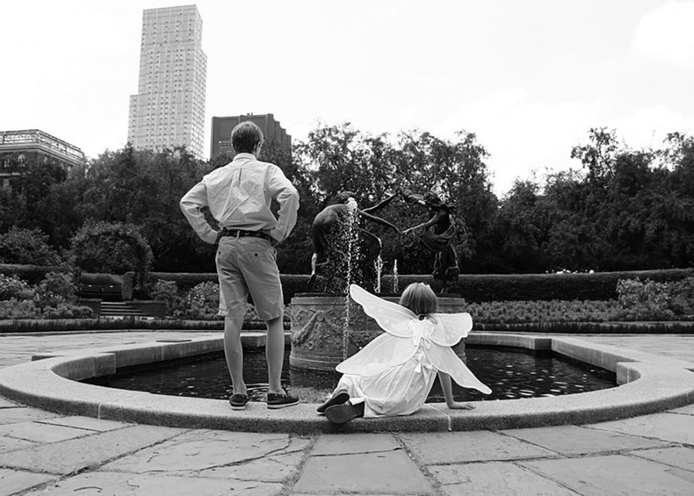 Gardens Central Park black and white sibling shoot.jpg
