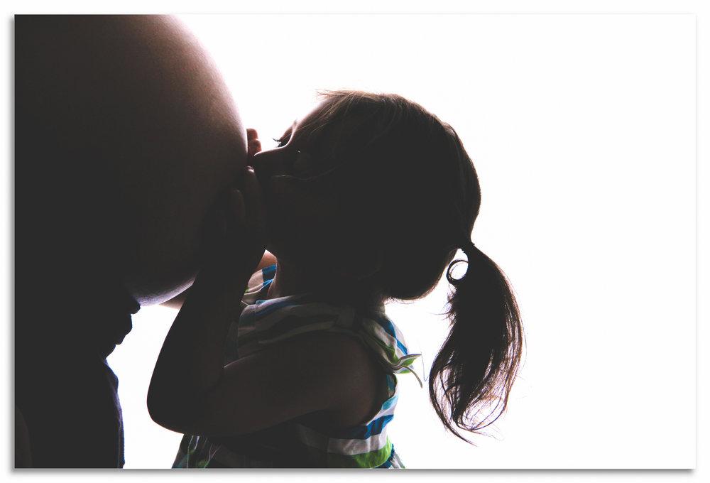 Maternity photos backlight with sibling New Cannan.jpg