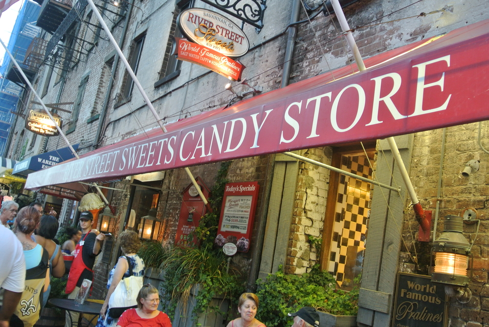 Make no mistake, I am #TeamCandyKitchen all the way. But River Street Sweets is pretty good too. And their placement (on the opposite end of the street) is fairly smart for both companies, for obvious reasons.