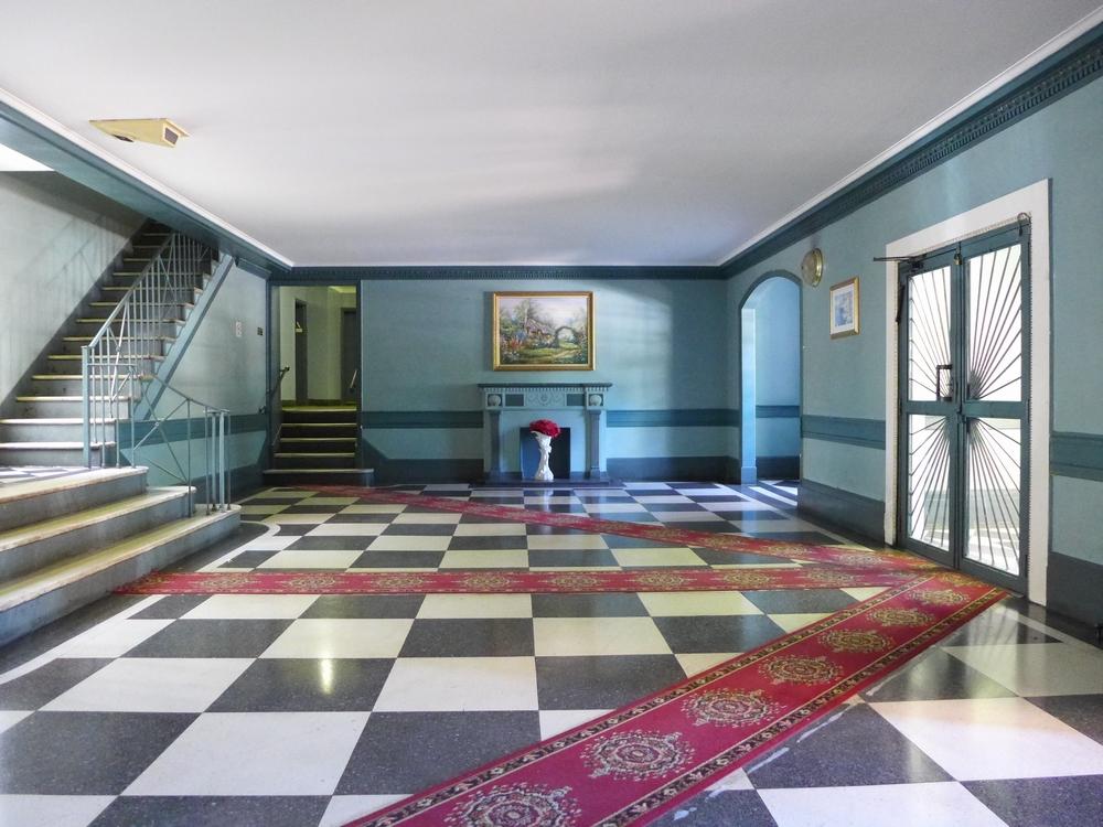 Lobby, 2246 Ocean Avenue